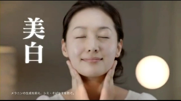【ウルトラマンメビウス】ミサキ女史(石川紗彩)肌ラボCM第2弾に登場、顔に肌ラボを塗るミサキ女史