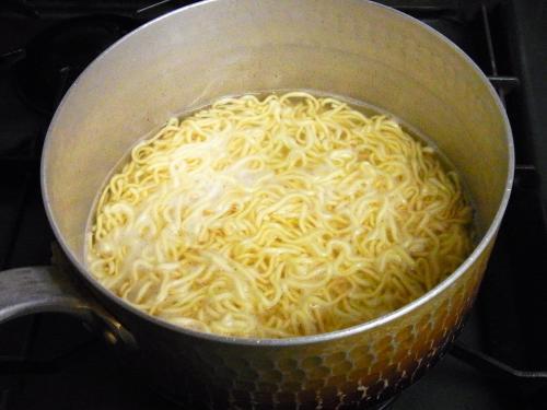 130923-002麺を煮る(S)