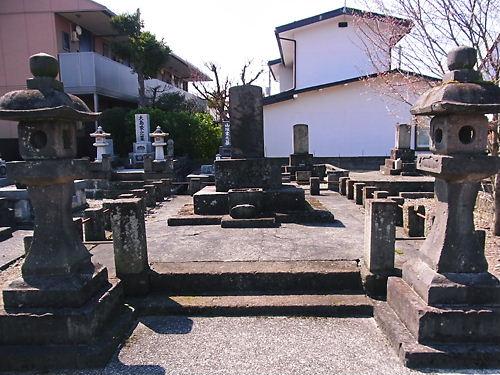 長命寺供養塔