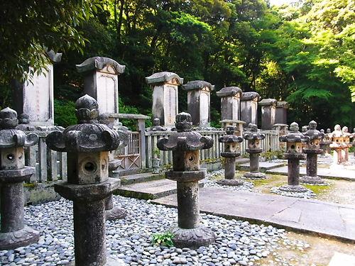 東光寺毛利家墓所 (2)