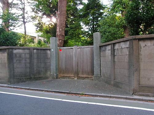 弥太郎の墓入口
