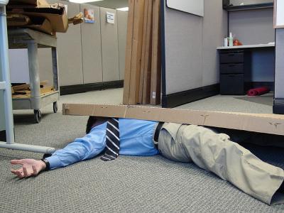 サラリーマン 倒れる オフィス