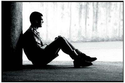 人 座る 考える モノクロ 感情