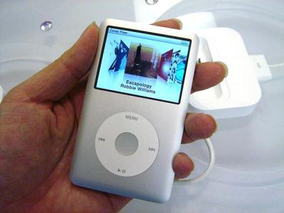 iPod Classic 手 持つ