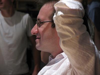 ヘッドマッサージ 男性 横顔