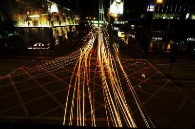 車道 光と影 長時間露出 夜景