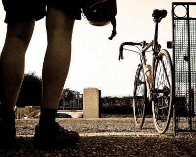 足 人 自転車 セピア