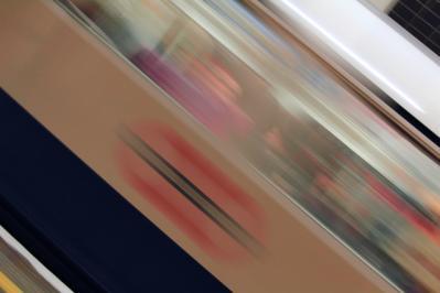流れ スローシャッター 電車