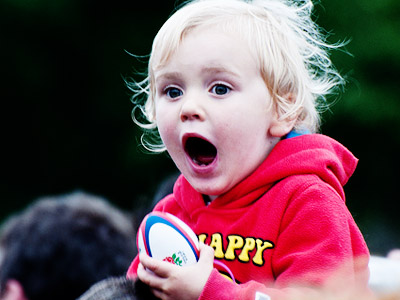 子ども 驚く 表情