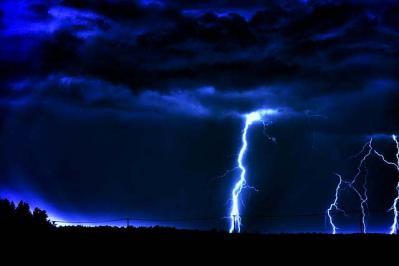 雷 光 雷撃 雲 悪天候 風景 夜