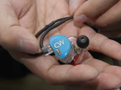 カナルワークス CWL51 カスタムイヤホン 試聴機 手
