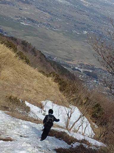 のこり雪を歩く