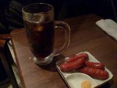 難波屋のメニュー コーラとウインナーで350円。安っ!