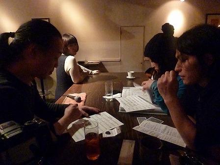 休憩中も勉強熱心なセッション参加者とホストg村山義光氏