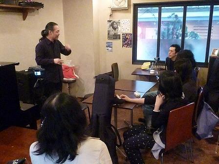 受講者同士のセッションを指導するg村山義光講師
