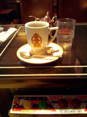 喫茶ブルーライト ゲーム台兼テーブルと珈琲