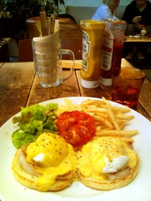 Glorious Chain Cafe(グロリアスチェーンカフェ) EGG BENEDICT Traditional