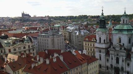 遠くにプラハ城市庁舎より3