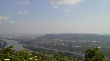 レオポルツブルクから見たクロイつぇんシュタイン城