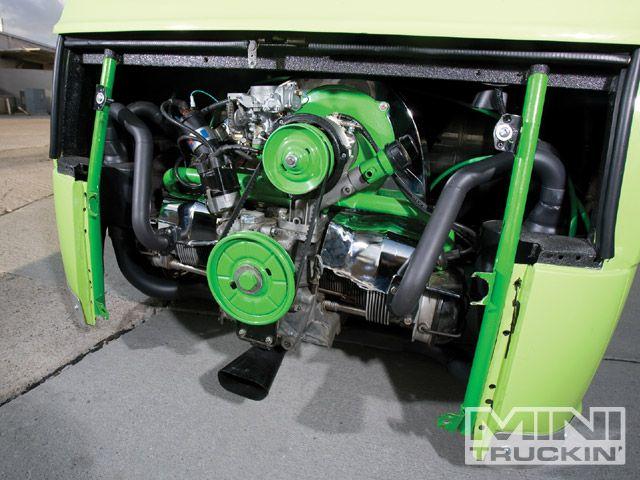 0909mt_05_z+1969_subaru_360van+engine_bay.jpg
