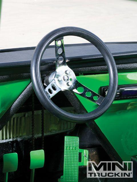 0909mt_06_z+1969_subaru_360van+steering_wheel.jpg