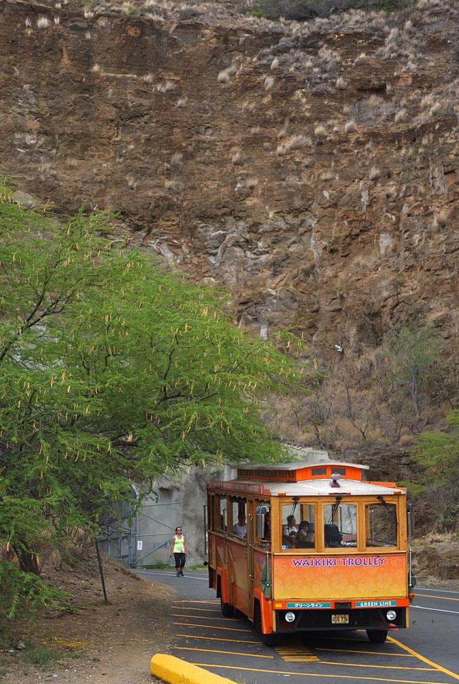 9741 クレーター外のバス 960×645