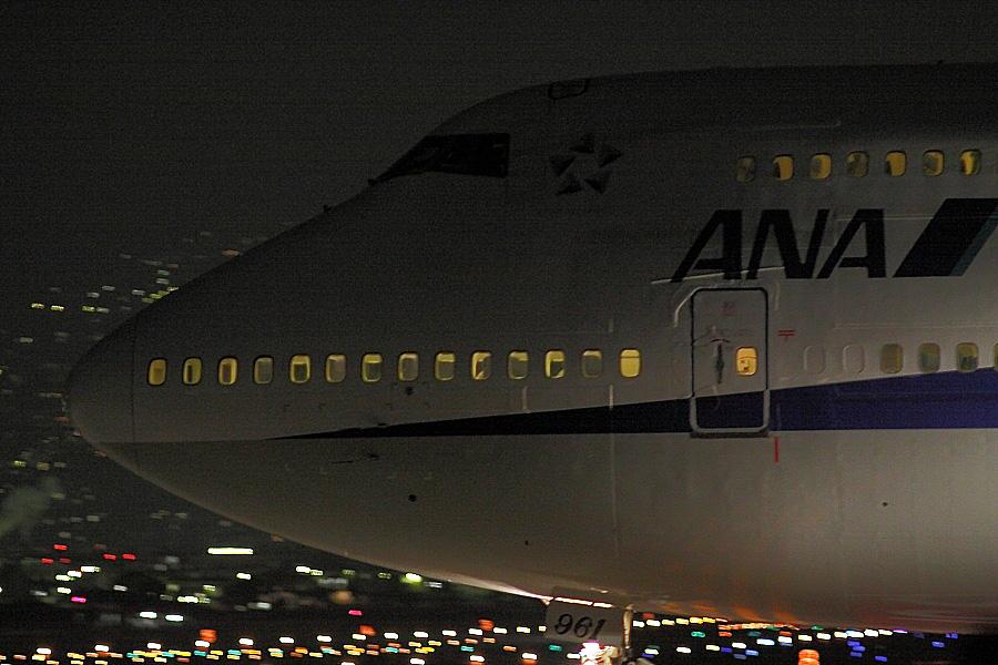 ANA B747-481D / ANA9006 (JA8961)@RWY32Lエンド・千里川土手