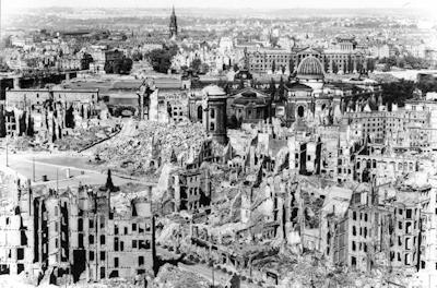 空襲後のドレスデン