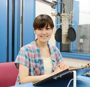 スタジオの金元寿子