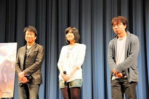 井上和彦(左)と新海誠(右)に挟まれた金元寿子