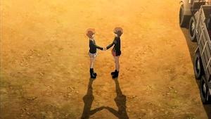 お姉ちゃんと握手
