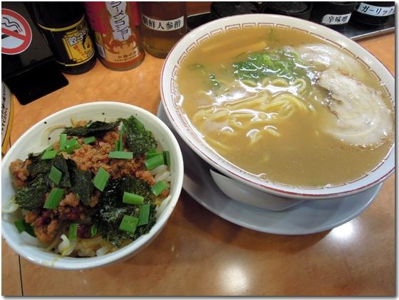 醤油らーめん+台湾丼