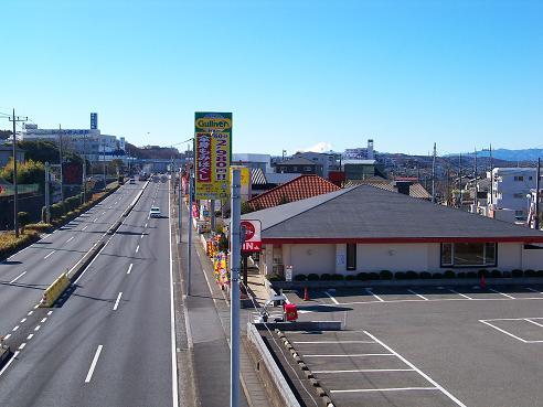 国道16号のあいさつ橋歩道橋の上から見た富士山@狭山市A