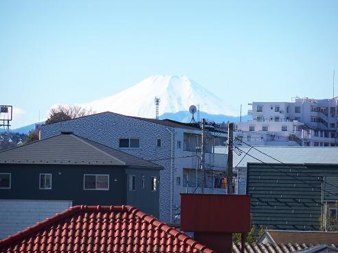 国道16号のあいさつ橋歩道橋の上から見た富士山@狭山市B