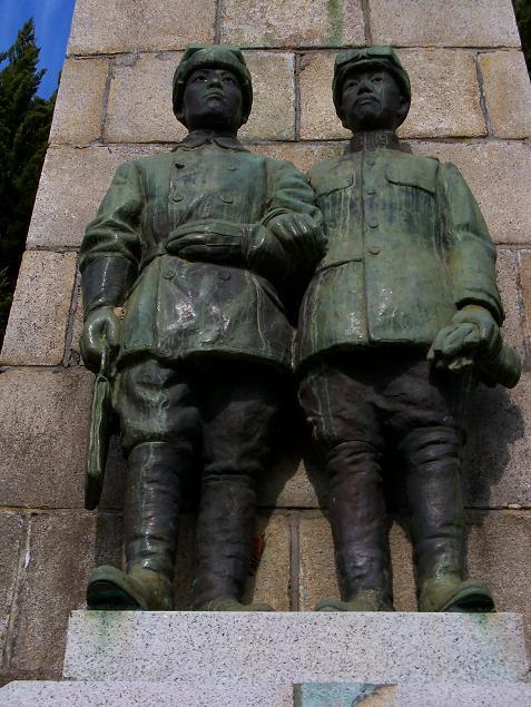 木村中尉・徳田中尉の像