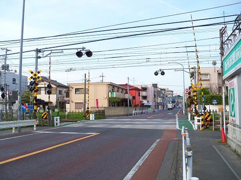西武新宿線の新所沢第1踏切道@所沢市A
