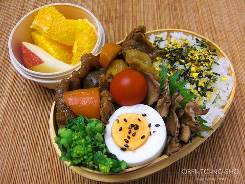 牛すじのカレー煮弁当01