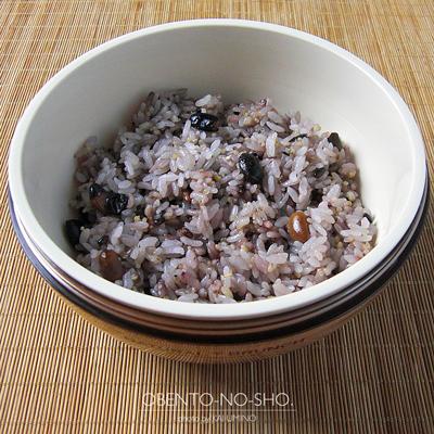 十六穀米の和風鶏つくね弁当02