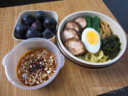 鶏チャーシューのつけ麺弁当01