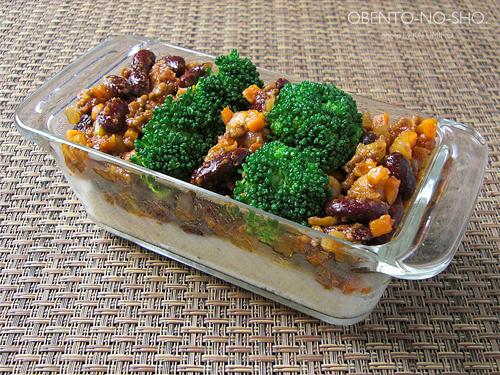 チリコンカンと野菜のチーズ焼き弁当03