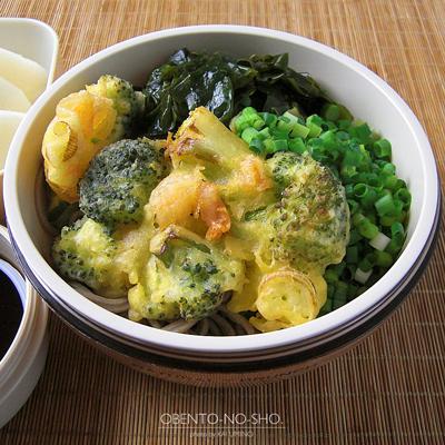 海老とブロッコリーのかき揚げ蕎麦弁当02