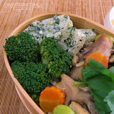 焼き秋刀魚と茸の炊き込みご飯弁当02