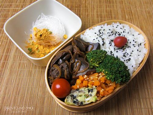 鶏レバーの生姜煮弁当01