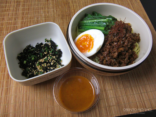 汁なし担々麺弁当01