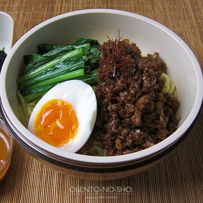 汁なし担々麺弁当02