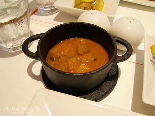 とても…水煮缶トマト味です…