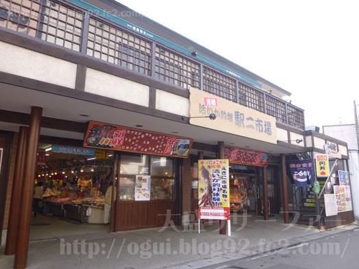 函館朝市食堂ニ番館の500円海鮮丼とイカ刺し003