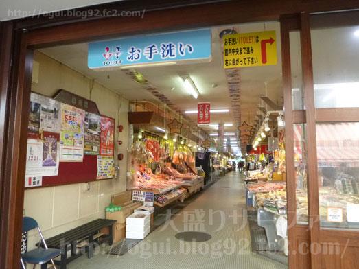 函館朝市食堂ニ番館の500円海鮮丼とイカ刺し011