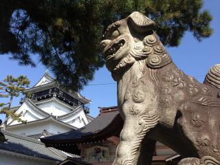 龍城神社の狛犬と岡崎城