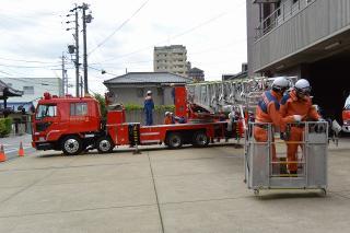 はしご付消防自動車(50m) 中はしご車 三菱U-FS415U改 艤装:モリタポンプ